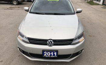 2011 VW Jetta (Navigation, Leather Seats, Sunroof, Alloy Rims)
